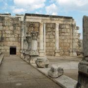 Kafarnaum - Ruiny białej synagogi