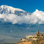 Klasztor Chor Wirap na tle góry Ararat