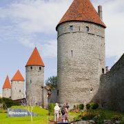 800px-Plaza_de_la_Torre,_Tallinn,_Estonia,_2012-08-05,_DD_03