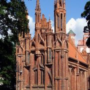 800px-St._Anne's_Church_in_Vilnius_(Wilno)